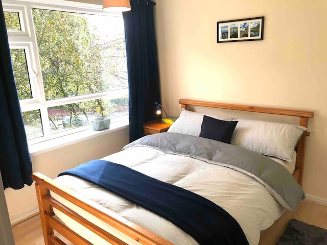 Double Bed in Solihull (very close to Town Centre)