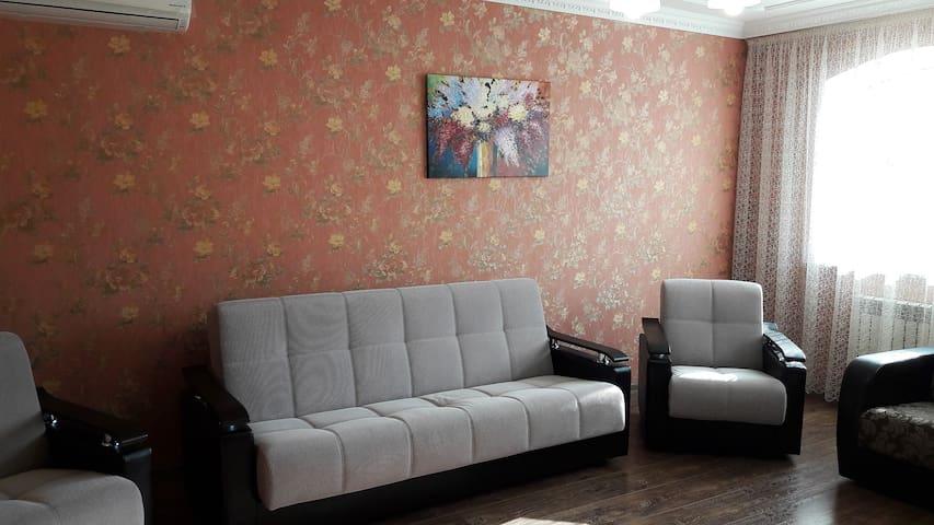 Уютная квартира с двумя спальнями - Железноводск - Departamento