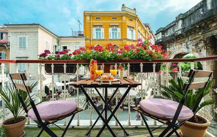 PortaAurea!Romantic balcony with a wonderful view#