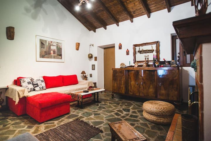 Litheon House Traditionally built fully equipped