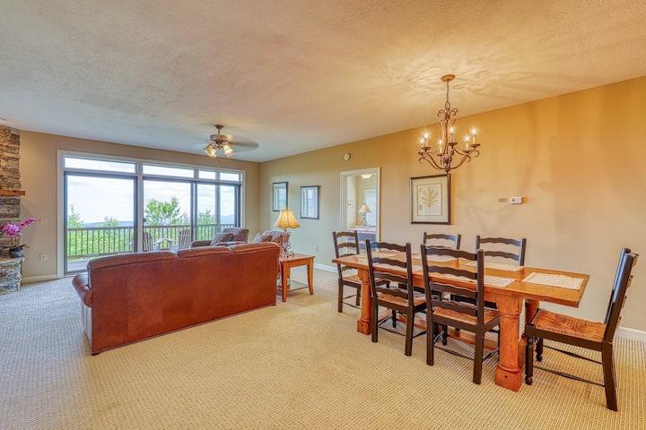 Family-friendly condo w/long range views and spacious deck