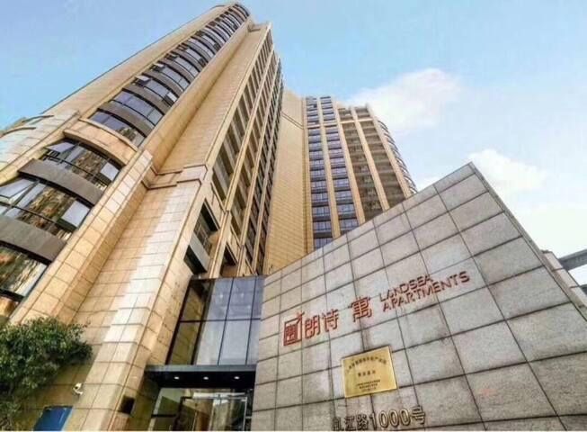 大虹桥真正的低价公寓,酒店式装修,房间配套齐全,24小时安保,看房方便,优惠出租!