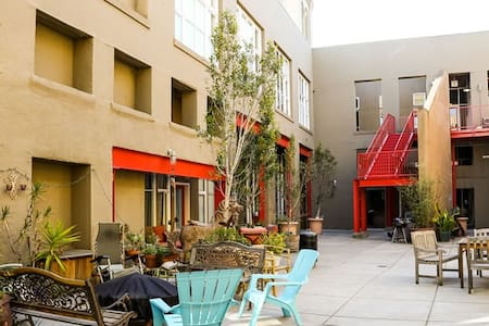 Safe and Modern Condo With Parking Near Bart - Oakland