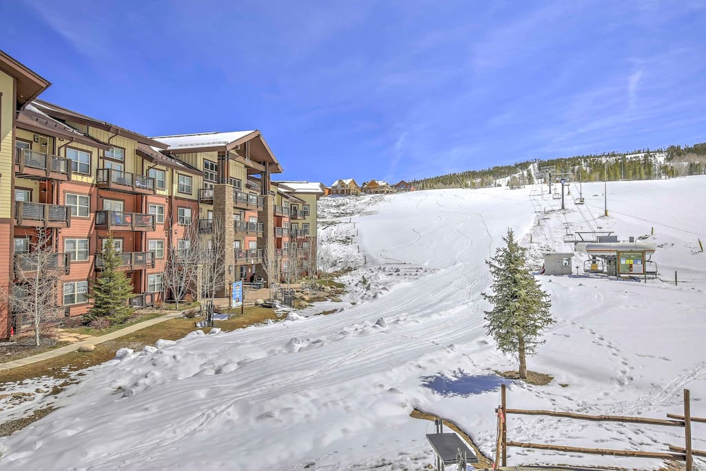 This sk-in/ski-out property is perfect for the avid skier/snowboarder.