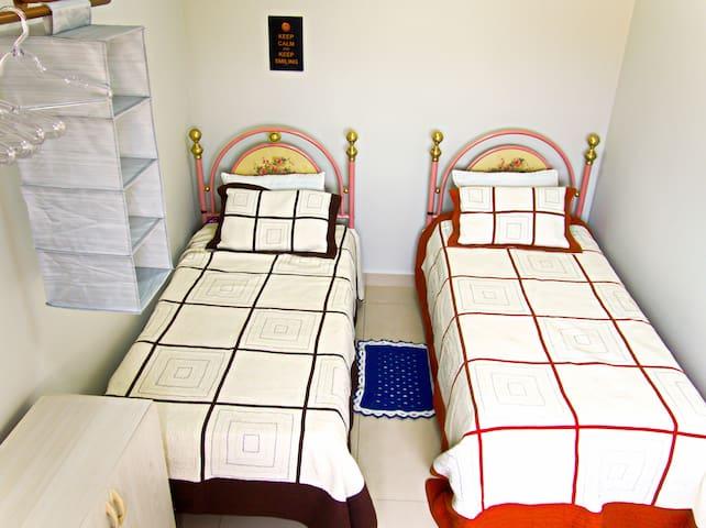 quarto 2 - 2 camas de solteiro