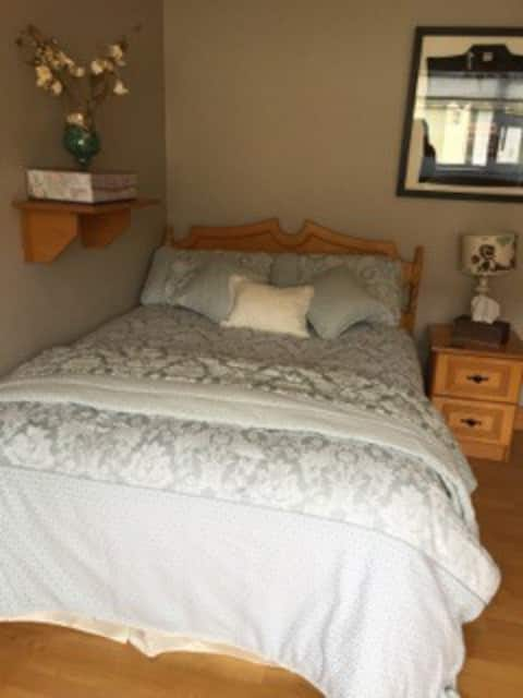 Lovely self contained room in Bunratty