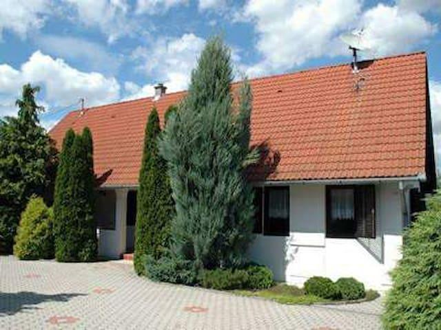 Tenkesvölgyi Vendégház - Bisse - Guesthouse