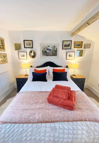 Comfy, double bed with memory foam mattress