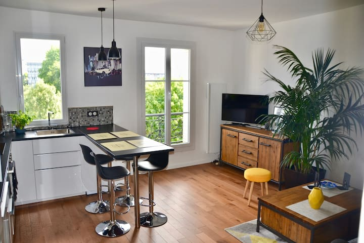 ★ Charming and bright apartment - Canal St Martin
