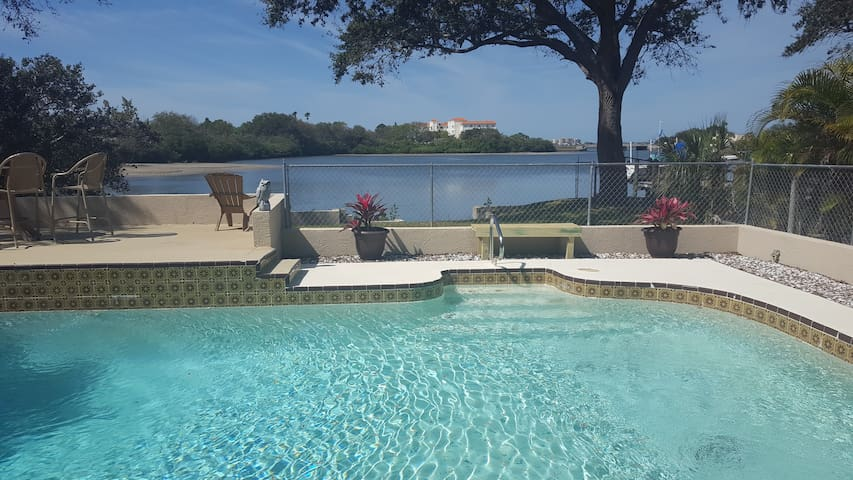 Waterfront Clearwater 2BR  1BA Pool home Suite - Clearwater - House
