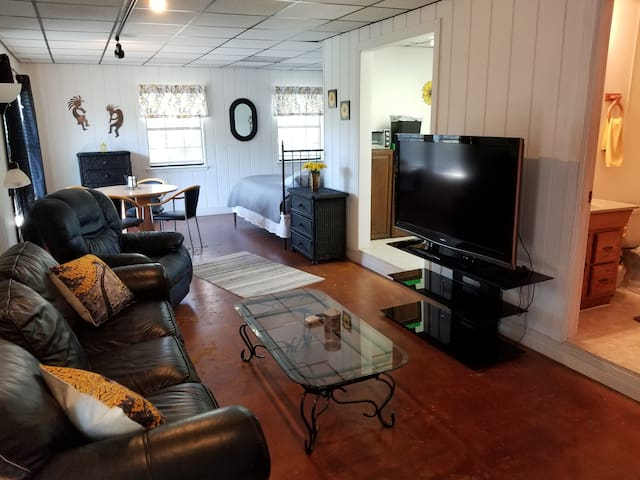 Creekside Apt located in 78729