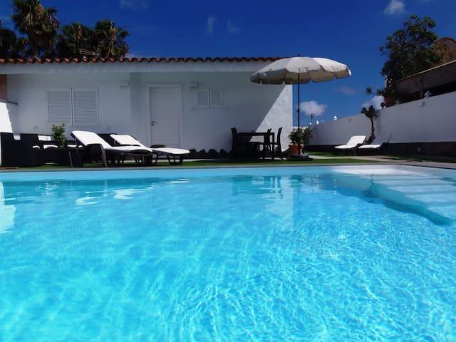 Primera línea mar, piscina climatizada, 6 plazas