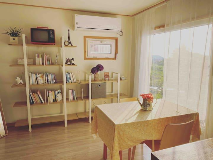 새소리가 아름다운 중산간 마을 애월 햇살맛집..바람 맛집,공간맛집, 책방 맛집... 종
