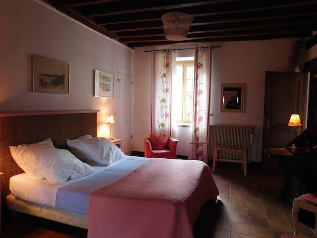 Althaea Chambres d'hotes La rose - La Ferté-Saint-Cyr - Chambre d'hôtes