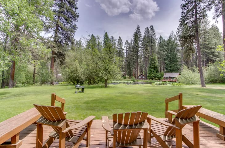 Private cabin (5) located in the beautiful Metolius River Resort only Steps Away from the Metolius River - fishing, BBQ and more