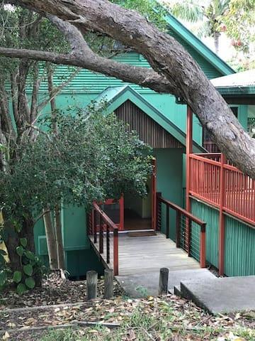 Straddie Treehouse.