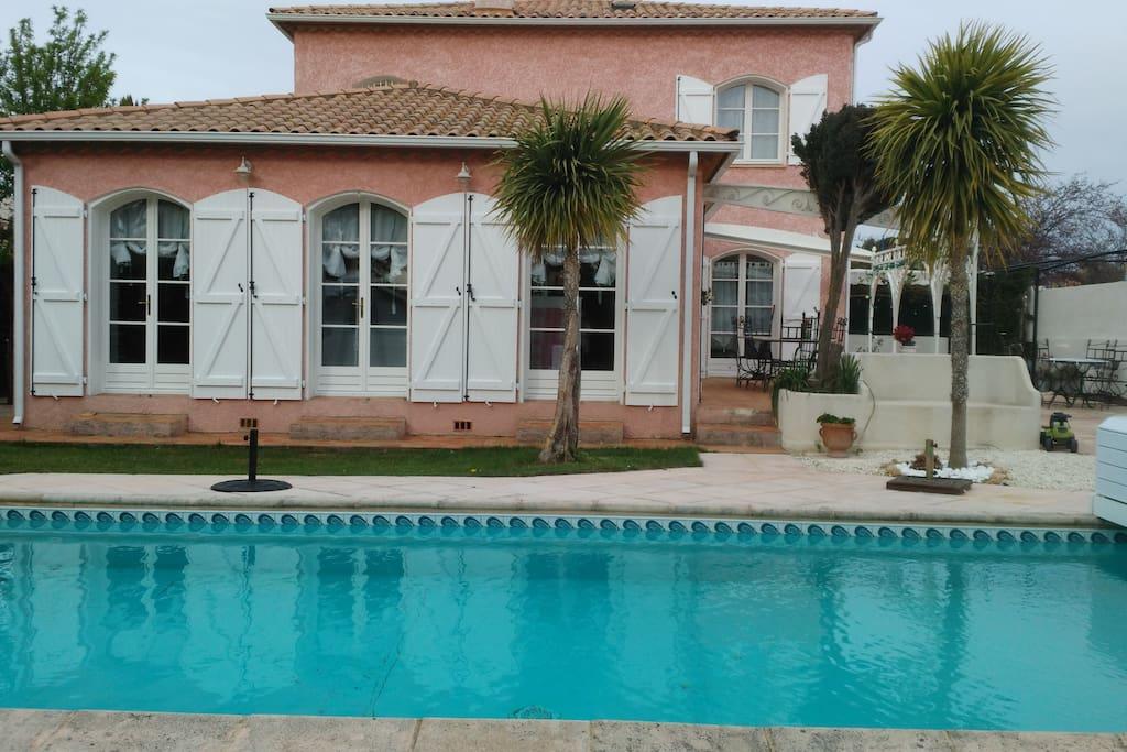 Belle et grande villa avec piscine houses for rent in for Piscine pezenas