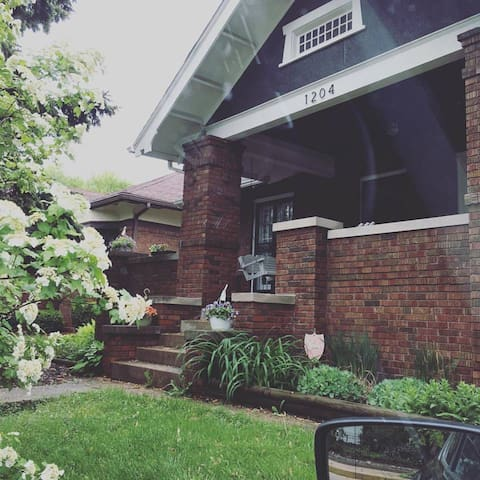 Comfy Washington Park Bungalow - Springfield - Bungalov