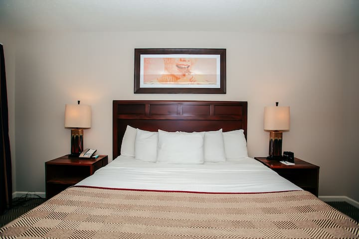 The Suites at Hershey, 2 Bedroom Suite Sleeps 8