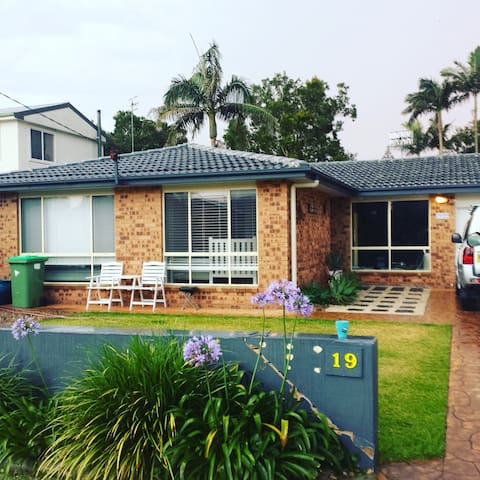 Family friendly flat/home Beachside - Wamberal