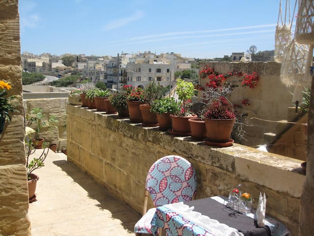 400YR Farmhouse in Xaghra Gozo - Entire Farmhouse