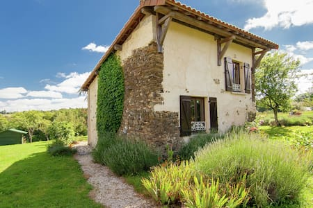 Stylish Cottage in Savignac-Lédrier with Terrace