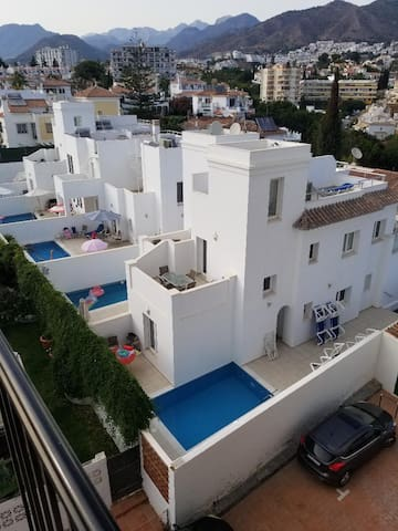 Central, modern villa 5 mins walk to beach & town