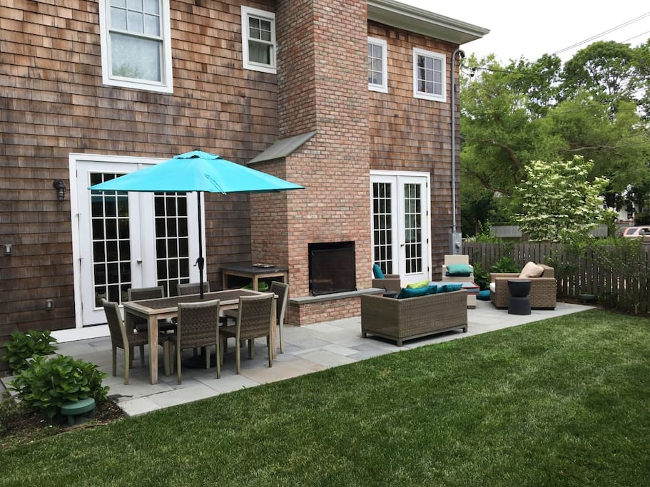 Outdoor patio, fireplace