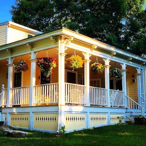 Charming and Elegant Victorian - นอร์วอลก์ - บ้าน