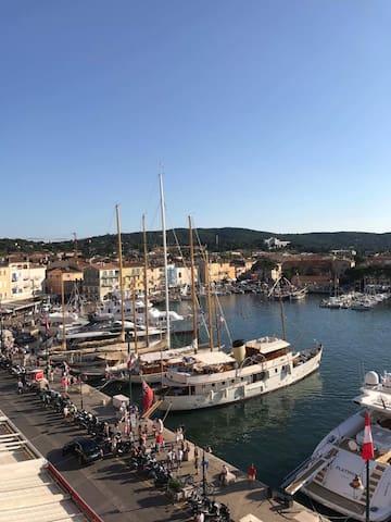 Spectacular Duplex overlooking st Tropez Harbor!
