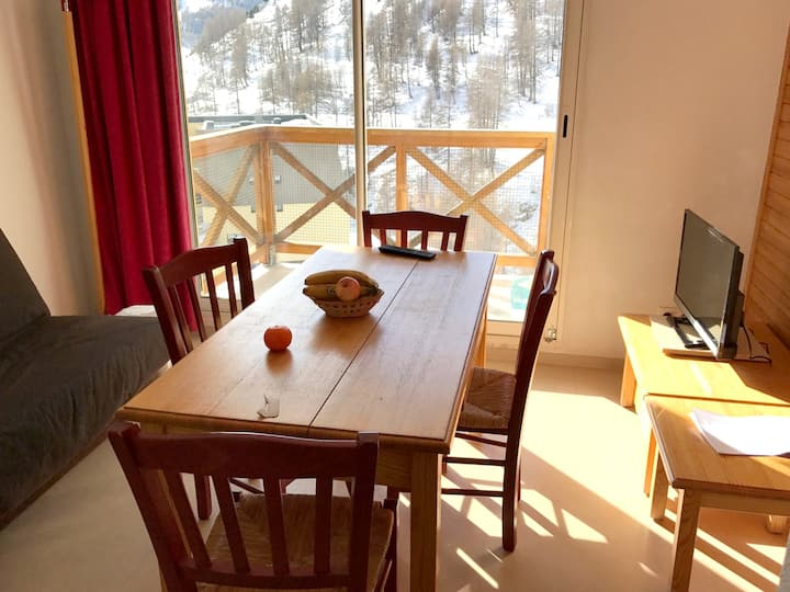 Apartment with one bedroom in Allos, with wonderful mountain view, shared pool and balcony