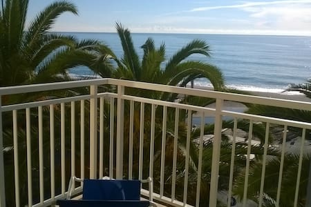 Beach front apartment with sea view - Finale Ligure - Daire