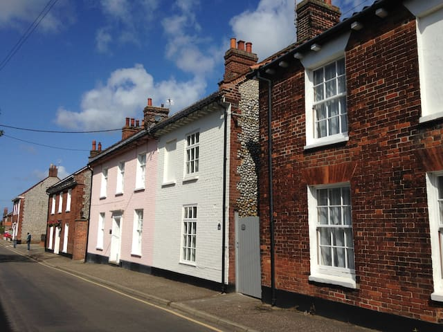 Beautifully Renovated Cottage, New Street, Holt - Holt - Dom