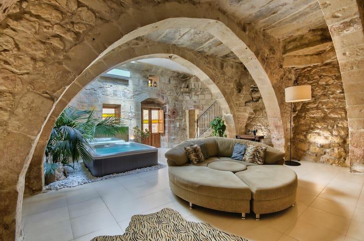 Ta Drinu romantic character house - Ħaż-Żabbar