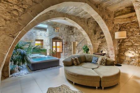 Ta Drinu romantic character house - Ħaż-Żabbar - Řadový dům