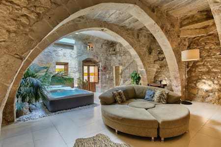Ta Drinu romantic character house - Ħaż-Żabbar - Casa adossada