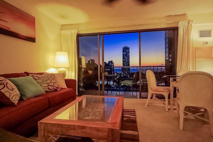 Great Sunset view  from the living room. リビングルームからの素敵なサンセット。