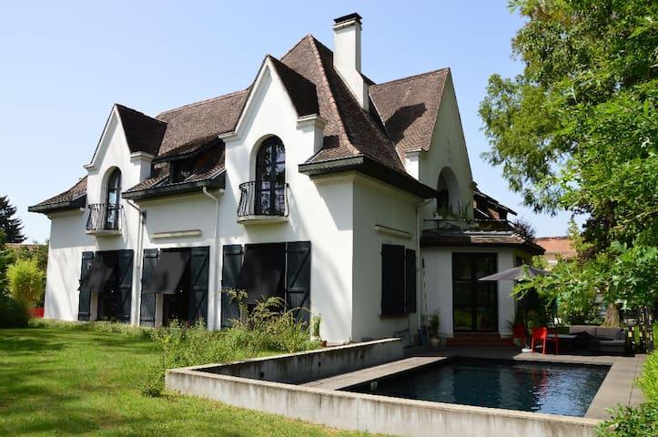 Villa mendia