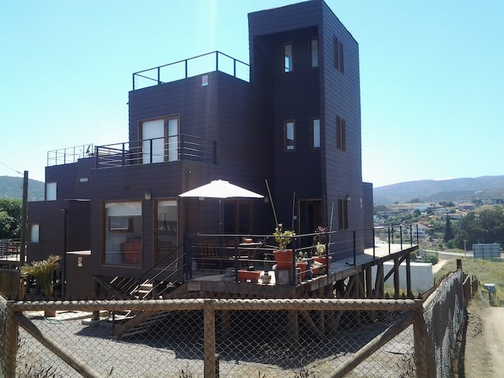 Casa 3 pisos con vista al mar y a pasos de playa