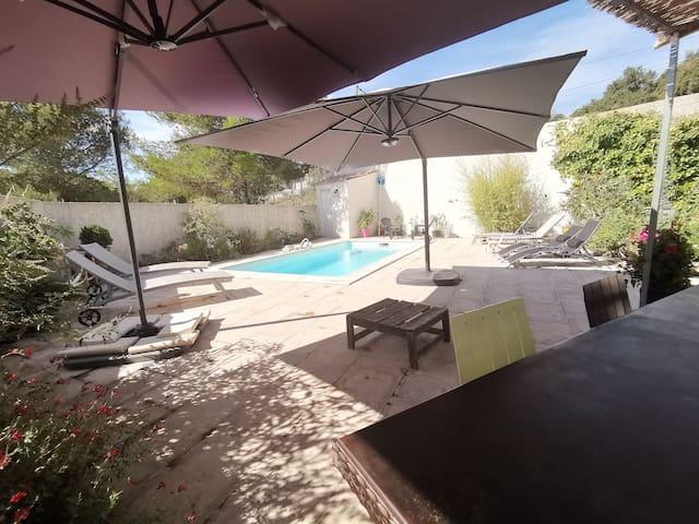 """Le Mazet """"Les Cigales"""" , piscine, climatisation."""