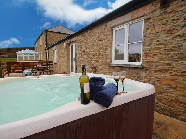 Luxury 3 Bedroomed Cottage with Private Hot Tub