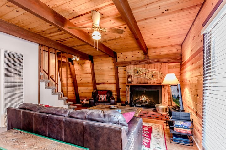 Cuddle Up Cabin, Centrally Located Walk to Shuttle