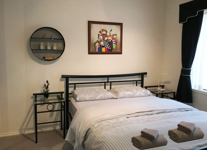Stylish Room In a Friendly Home - Bentleigh East - Dom