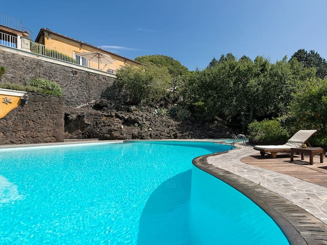 VILLA ROCCA DEL BAGOLARO, ETNA VIEW AND POOL - Ragalna - Villa