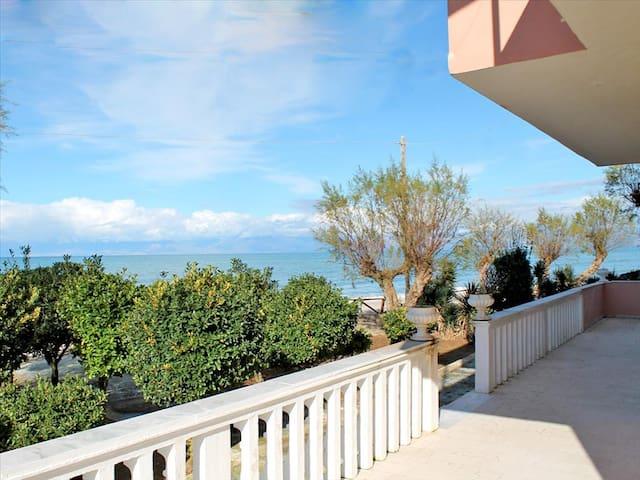 Casa di Luna, Agios Ioannis Karousades
