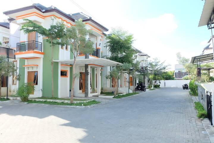 Private Villa 3 kamar Full AC dekat UMY Gamping