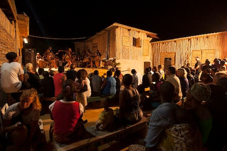 Nice house with the great people. - Dar es Salaam - Bed & Breakfast