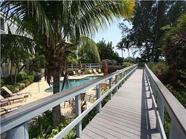 Beach Paradise, Longboat Key