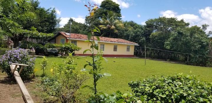 Casa de campo a 1 kilómetros de aguas termales.