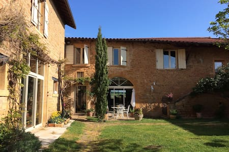loft ambiance bois - Pouilly-le-Monial - 一軒家